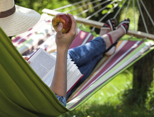 relaxing-hammock-reading-book-600